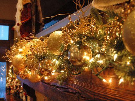 RMS_Manzardo-Christmas-Garland-Mantel_s4x3_lg