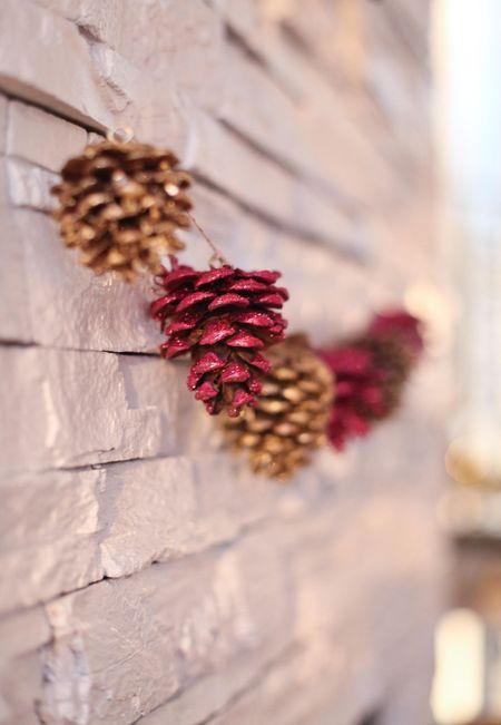 Glitter garland pinecones