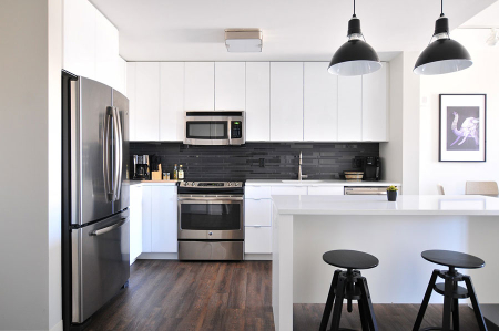 Black-backsplash