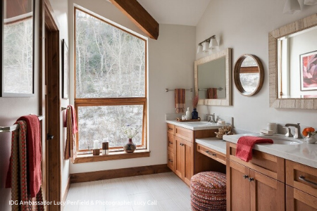 Red_Accent_Bathroom_Seating_450x300 (1)