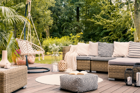 Cozy_Outdoor_Space (1)